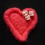 брошь сердце сухое валяние и бусины
